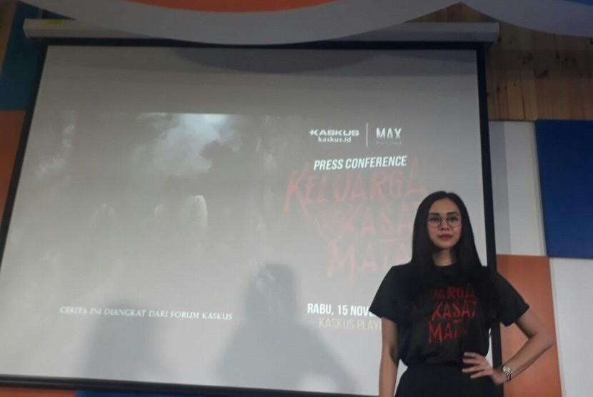 Artis Aura Kasih saat konferensi pers film Keluarga Tak Kasat Mata di Kaskus Playground, Menara Palma, Jakarta Selatan, Rabu (15/11) Aura Kasih berperan sebagai Rere dalam film tersebut.