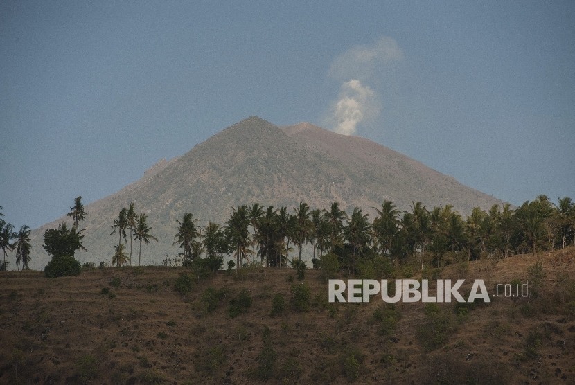 BNPB: Rekahan Kawah Gunung Agung Meluas