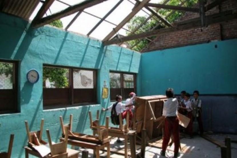 Kemendikbud Verifikasi Data Sekolah Rusak di Indonesia