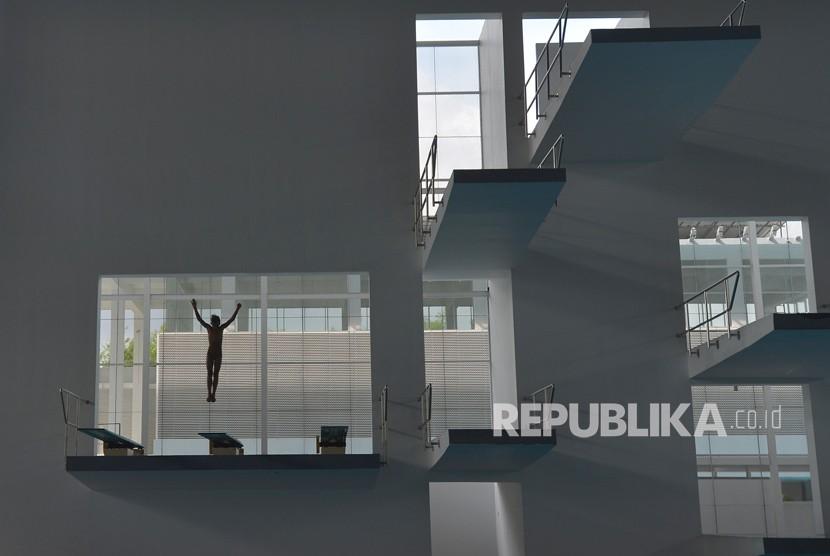 Atlet loncat indah berlatih jelang test event cabang akuatik Asian Games 2018 di Stadion Akuatik kawasan Gelora Bung Karno, Senayan, Jakarta, Senin (4/12).