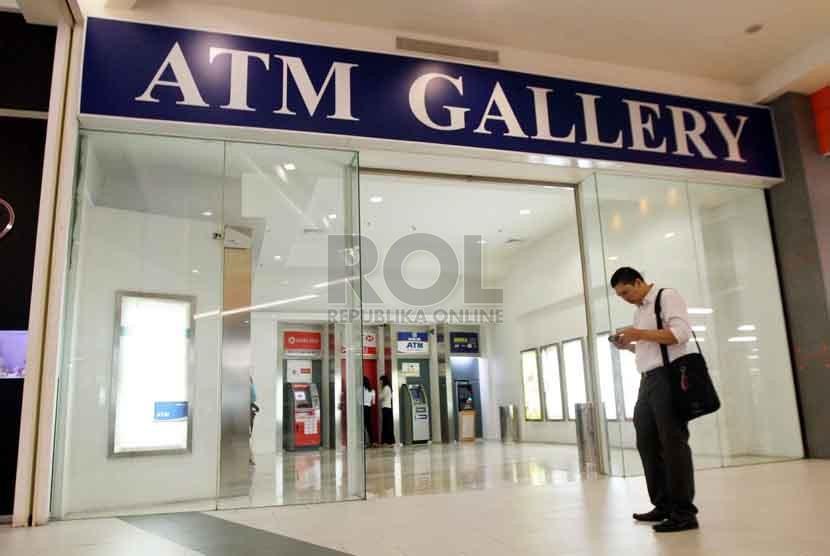 ATM di Inggris Dinilai Terlalu Banyak