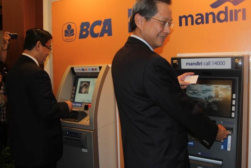 ATM Mandiri dan BCA