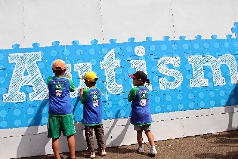 Belajar Bahasa Dorong Fleksibilitas Kognitif Anak Autis