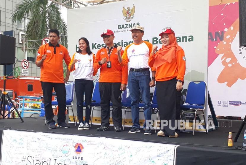 Badan Amil Zakat Nasional (Baznas) menggelar talk show 'Siap Siaga dengan Berbagi' dalam rangka memperingat Hari Kesiapsiagaan Bencana (HKB) di Car Free Day, Thamrin, Jakarta Pusat, Ahad (15/4).