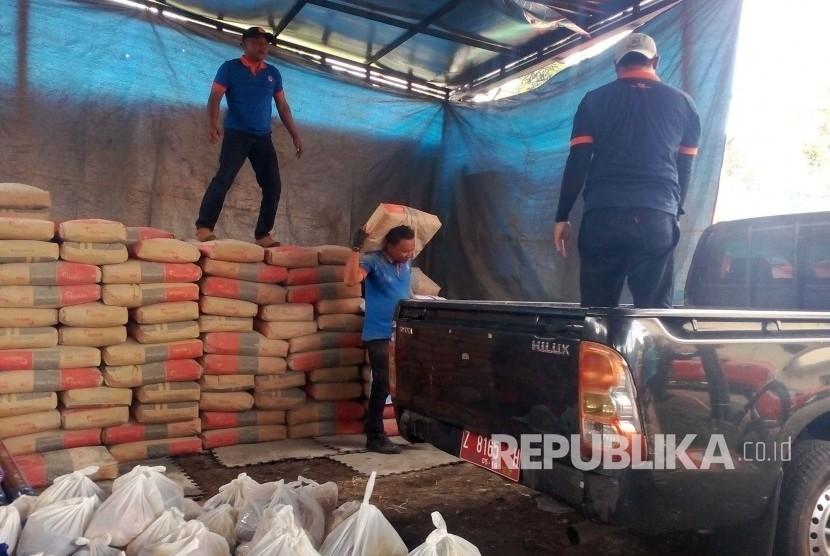 Warga Terdampak Gempa Tasik Dapat Bantuan Dua Ribu Sak Semen