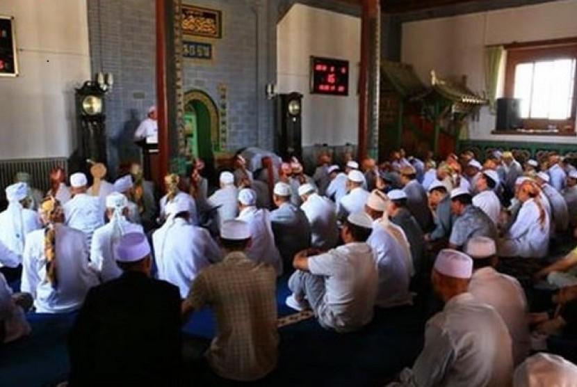 Bagian dalam Masjid Agung Tongxin