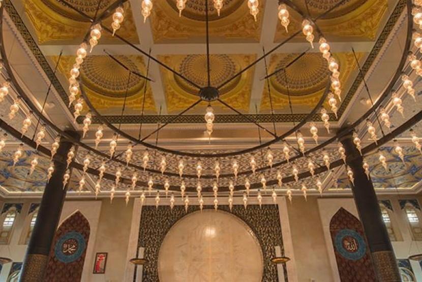 Bagian dalam Masjid Katara