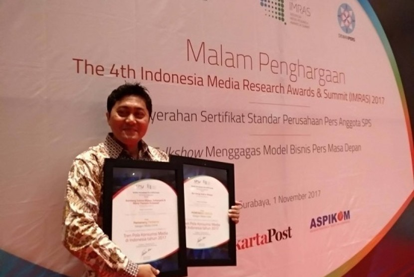 Dosen Ini Juarai Best Paper Award dengan Meriset Republika