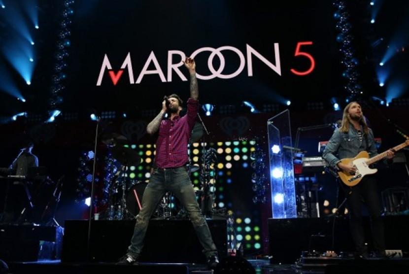 Maroon 5 Goda Pengemar Terkait Rumor Kolaborasi dengan BTS