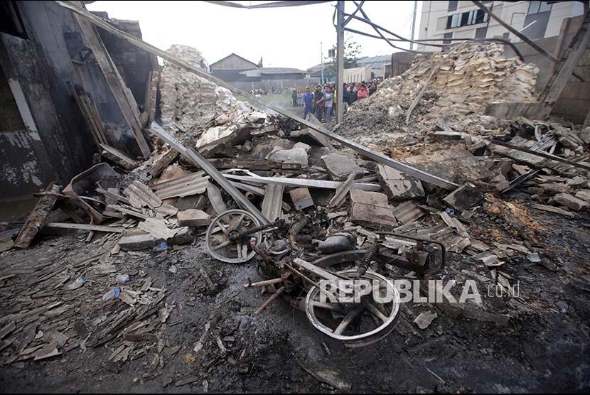 Saksi Lihat Ledakan Berasal dari Percikan Las di Atap Gudang