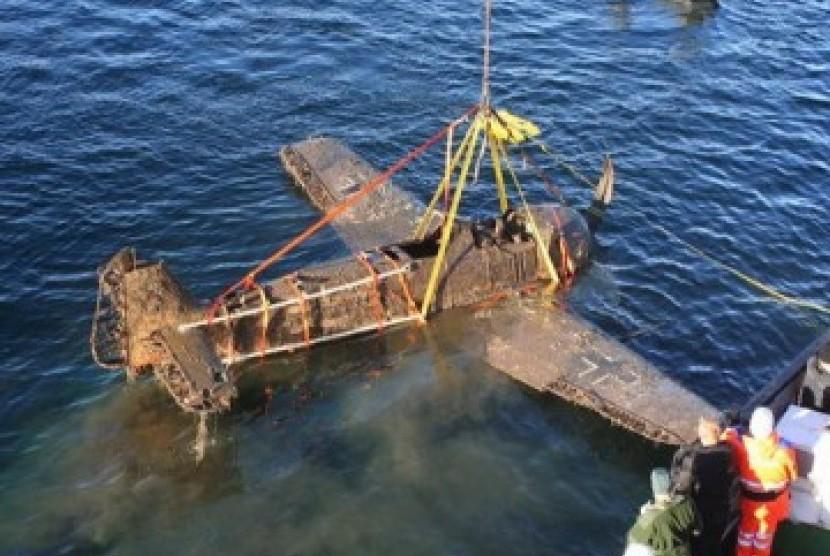 Nelayan Garut Temukan Bangkai Pesawat Tanpa Awak di Laut