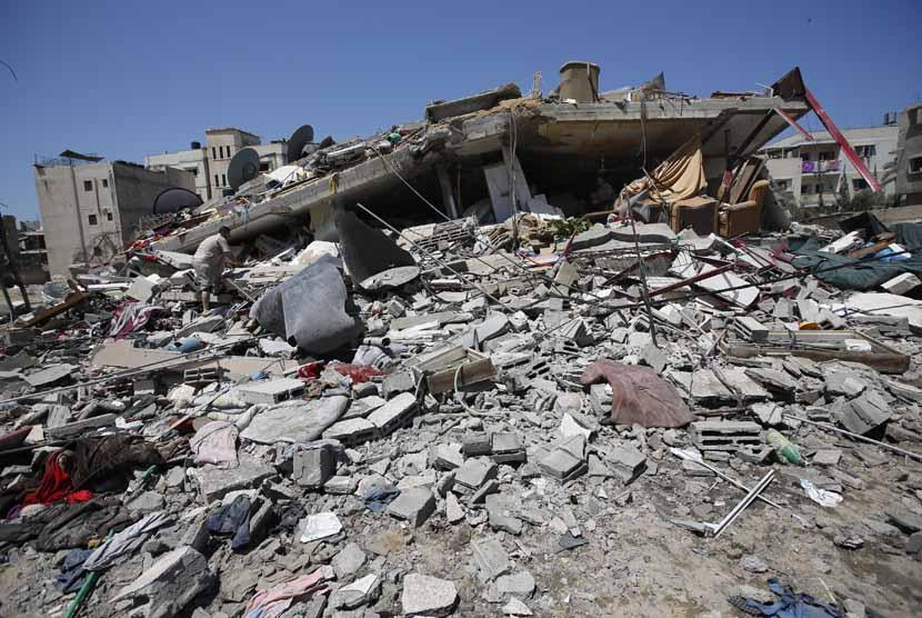 Bangunan hancur akibat serangan udara Israel. (ilustrasi)