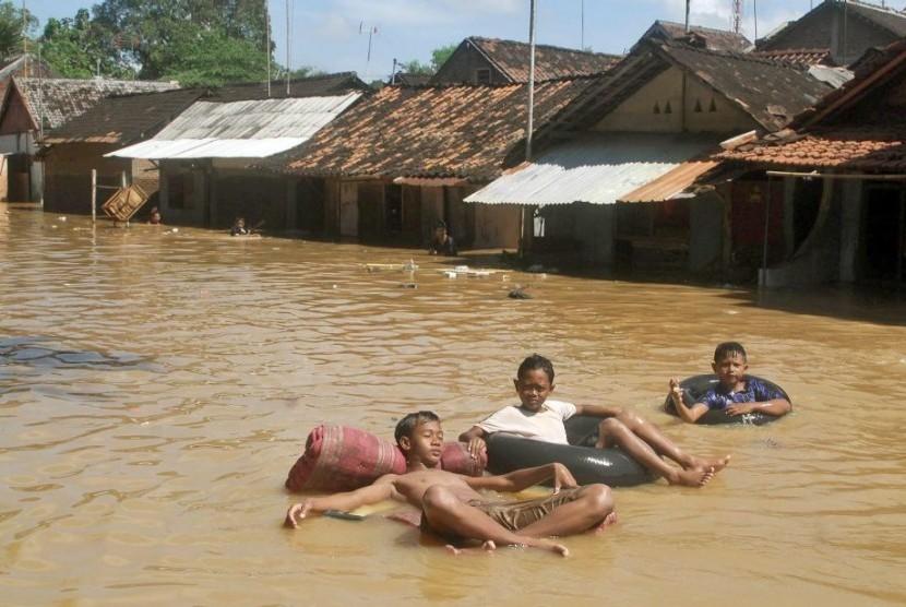 Dua Mahasiswa Belanda Teliti Banjir Solo