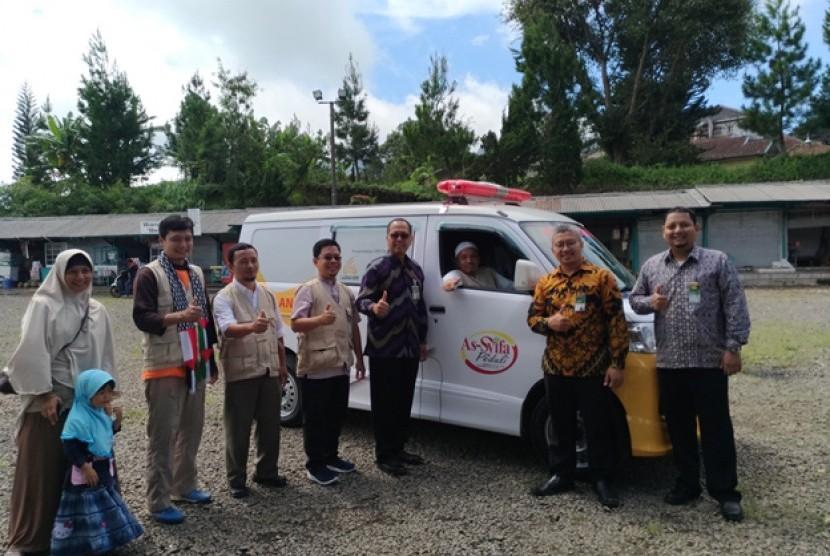 Mandiri Syariah Subang Salurkan Bantuan Ambulans