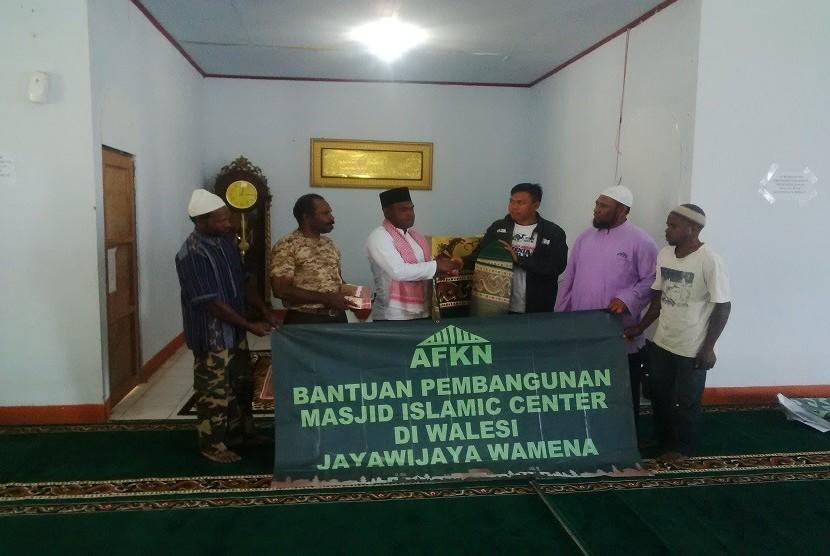 Bantuan AFKN untuk Islamic Center Al Aqsa Walesi, Jayawijaya, Jumat (25/9).