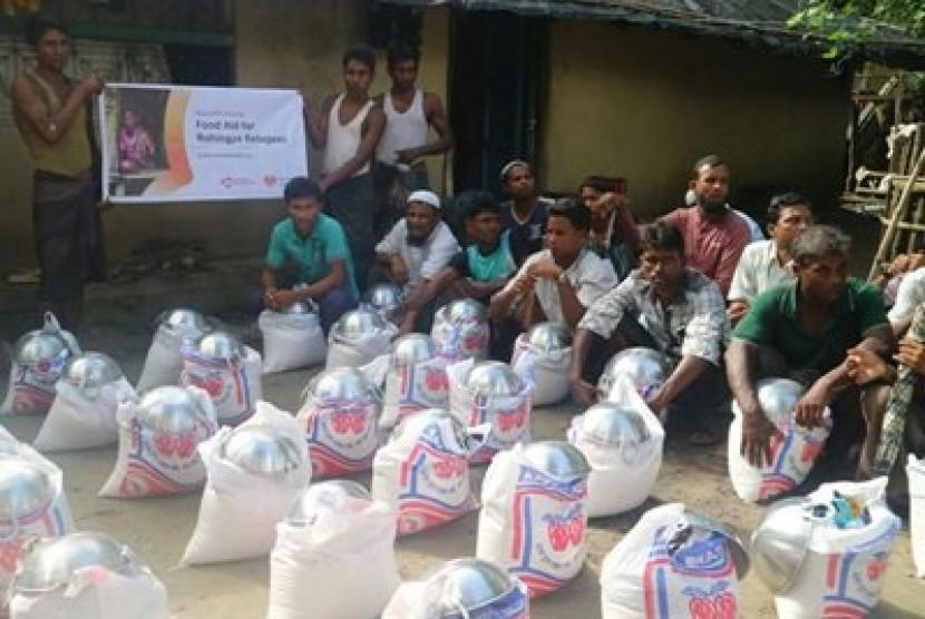 Bantuan untuk masyarakat Rohingya di Cox's Bazar, Bangladesh.