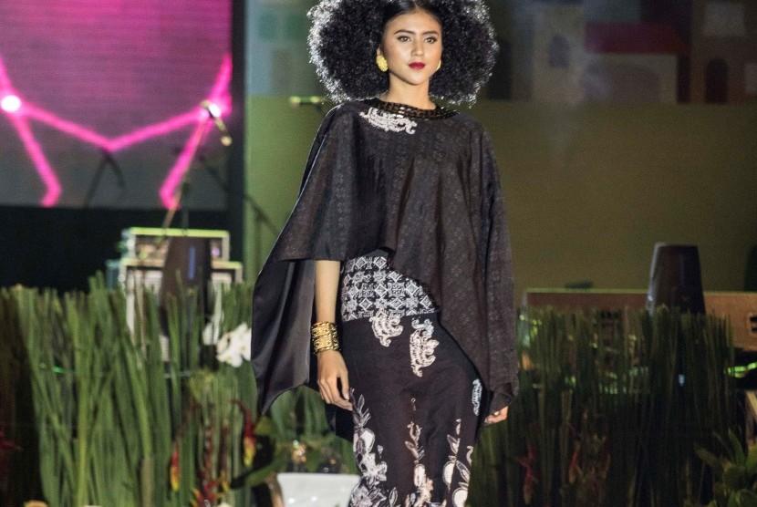 Batik Khas Tangsel Terinspirasi Anggrek Ungu dan Blandongan
