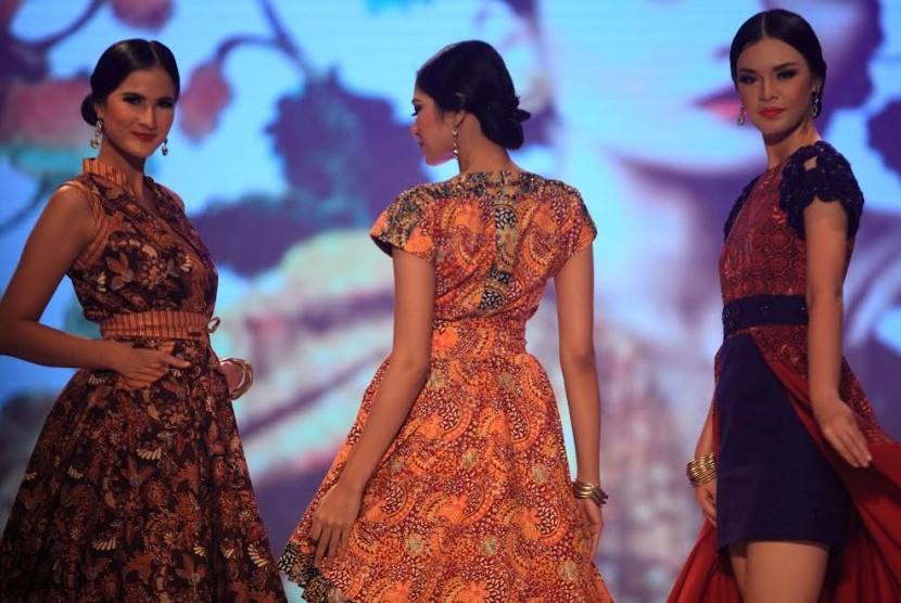 Batik menjadi salah satu pakaian yang umum digunakan pada Hari Kartini.