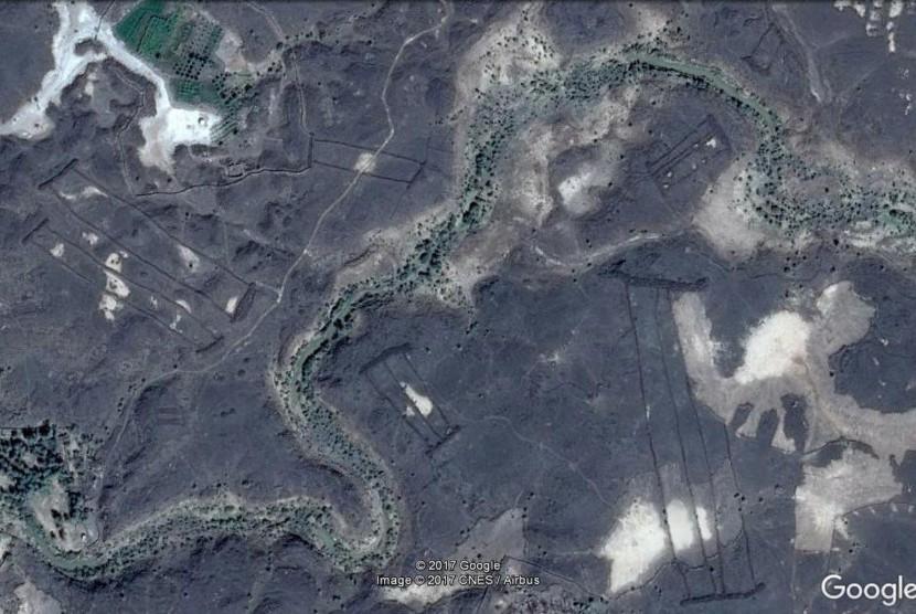 Batu misterius yang ditemukan melalui satelit di Arab Saudi.
