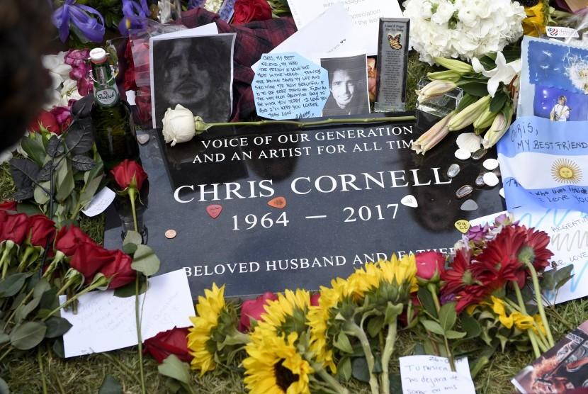 Batu nisan musisi Chris Cornell di Hollywood Forever Cemetery.