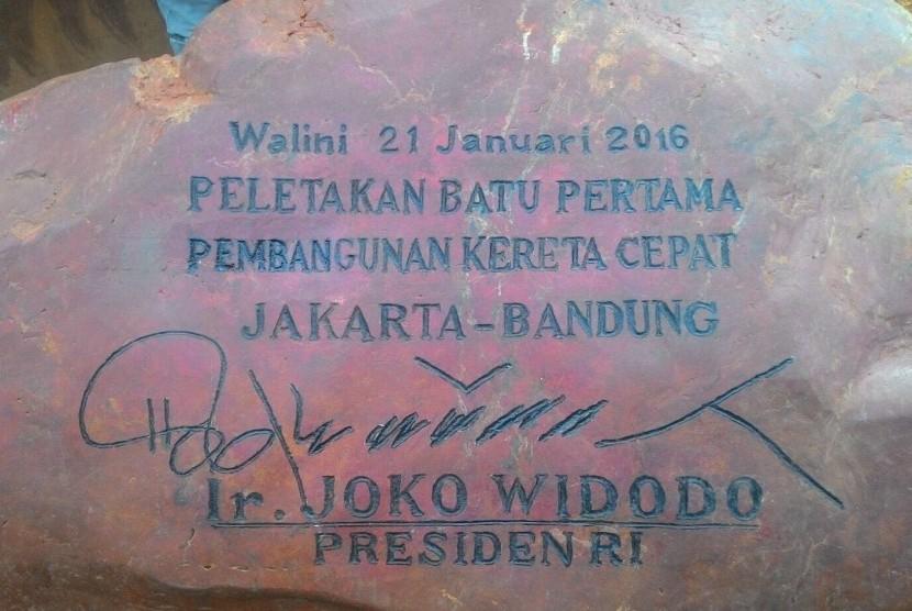 Batu Prasasti Pembangunan Kereta Cepat Jakarta-Bandung.