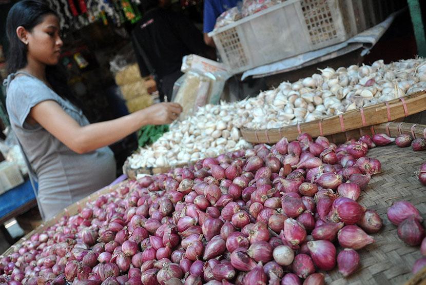 Mini Market 212 Bantu Petani Bawang Merah