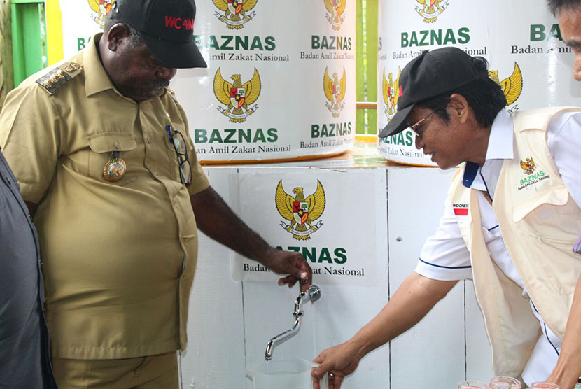 BAZNAS Build Drinking Water Installation for Asmat Citizens