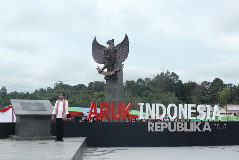 President Joko Widodo inaugurates the Aruk's integrated state cross-border (PLBN) in Sambas, West Kalimantan on Friday (March 17).