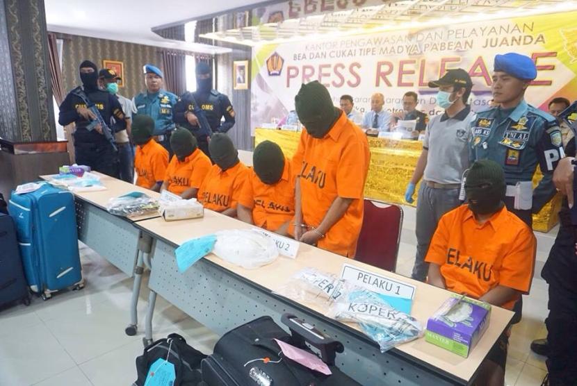 Bea Cukai Juanda menggagalkan empat kali penyelundupan sabu-sabu.