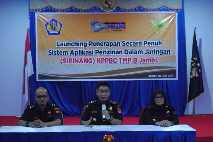 Bea Cukai meluncurkan Sistem Aplikasi Perizinan dalam Jaringan (Sipinang) di Jambi.