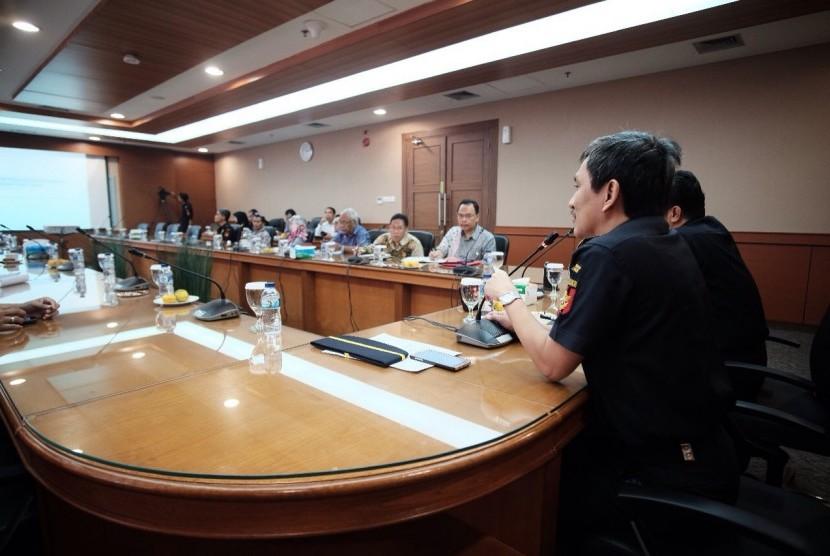 Bea Cukai mengadakan temu wicara dengan Asosiasi Logistik dan Forwarder Indonesia (ALFI) dan Asosiasi Besi dan Baja Indonesia (The Indonesian Iron and Steel Association/IIASA) di Jakarta, Kamis (10/7).