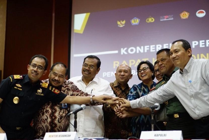 Bea Cukai, Polri, TNI, Menko Perekonomian, PPATK, Kejaksanaan, KPK, KSP, dan Ditjen Pajak bersinergi menertibkan impor.