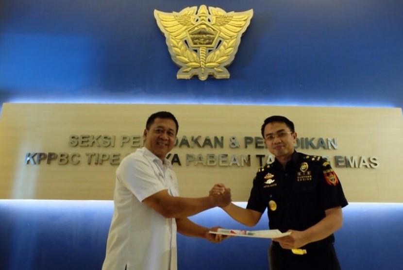 Bea Cukai Tanjung Emas melakukan serah terima  barang bukti hasil penggagalan penyelundupan narkotika melalui Kantor Pos Lalu Bea Semarang, Rabu (15/3).