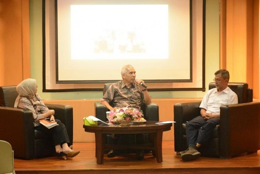 Bedah buku yang berjudul 'Pembagunan Infrastruktur Dalam Perspektif Media dan Khalayak'.