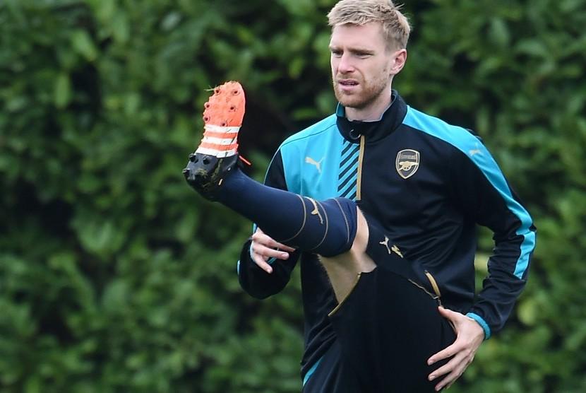 Bek Arsenal, Per Mertesacker.