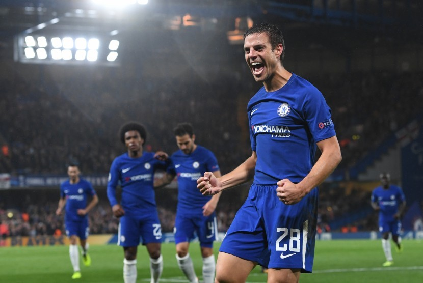 Bek Chelsea, Cesar Azpilicueta merayakan gol ke gawang Qarabag, pada laga Liga Champions, di London, Rabu (13/9) dini hari WIB. Chelsea akan menjamu Arsenal pada laga Liga Primer Inggris, akhir pekan ini.