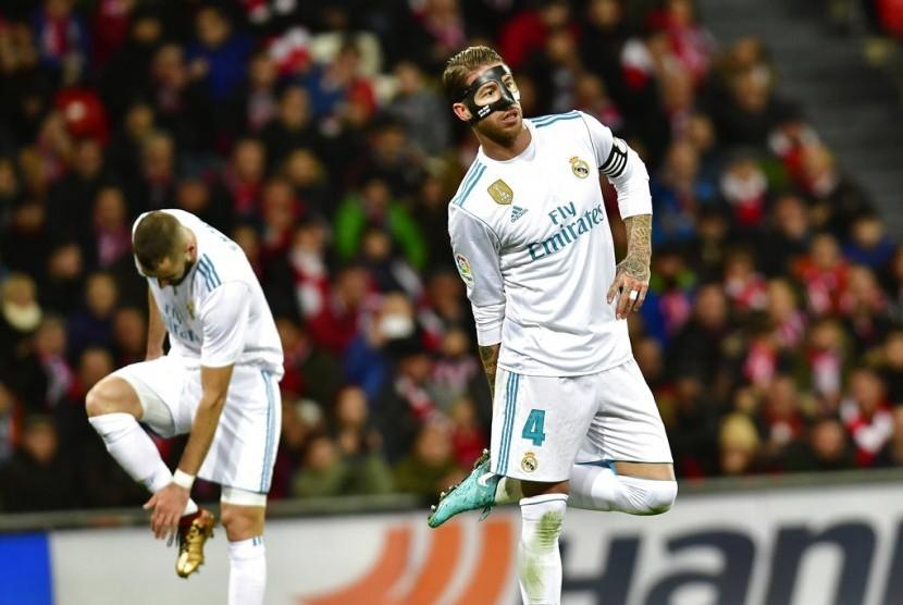Bek Real Madrid, Sergio Ramos pada laga La Liga lawan Athletic Bilbao di San Memes, Sabtu (2/12).
