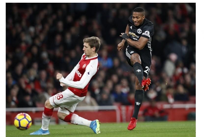 Babak Pertama, MU Ungguli Arsenal 2-0