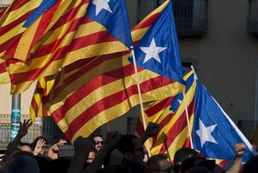 Massa Penolak Kemerdekaan Katalunya Padati Barcelona