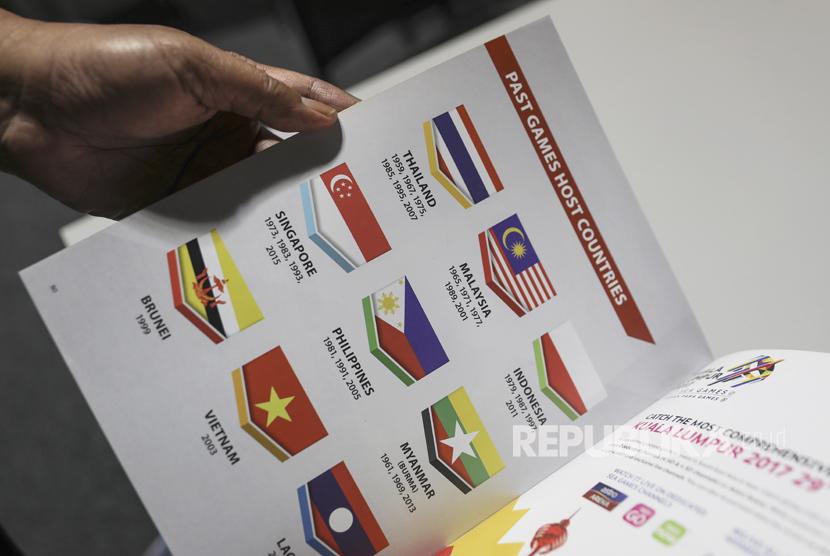 Bendera merah putih tampak dicetak terbalik di buku panduan SEA Games ke-29 di Malaysia.