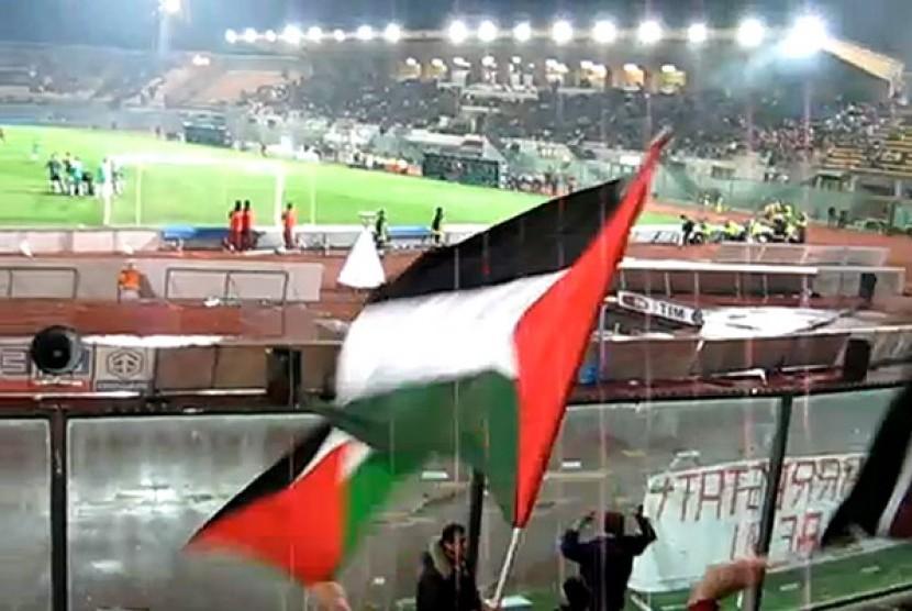 Bendera Palestina di Stadion