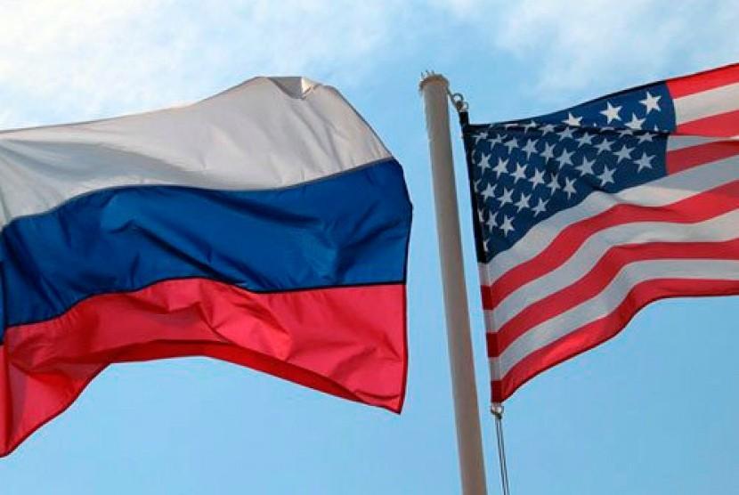 Bendera Rusia dan Amerika Serikat.