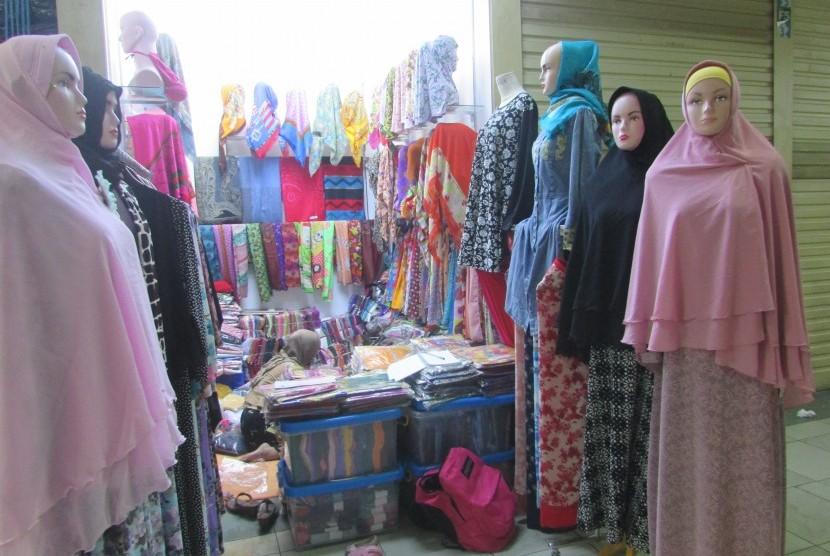Beragam hijab syar'i yang dipamerkan di Thamrin City, Jakpus.