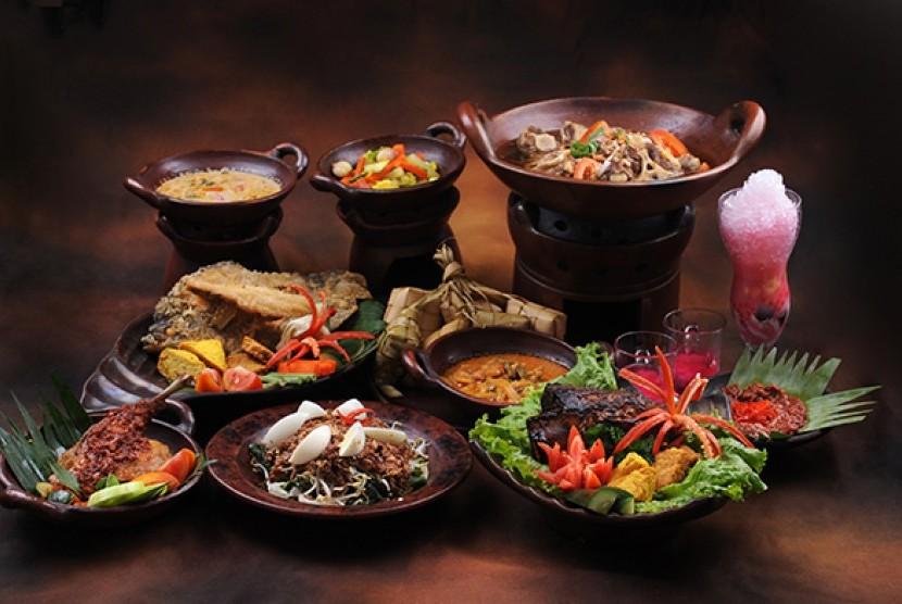 Nasi tumpeng mini jadi menu andalan 17 agustus hotel for Dekor 17 agustus di hotel