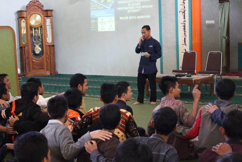 Berbagai elemen mahasiswa Muslim di Bandung Raya memadati Masjid UNPAD Dipati ukur dalam acara Inspiration for Muslim Student (IMS)yang diselenggarakan oleh BKLDK.