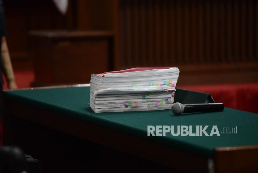 Berkas tuntutan dengan terdakwa kasus dugaan penistaan agama Basuki Tjahaja Purnama atau Ahok.