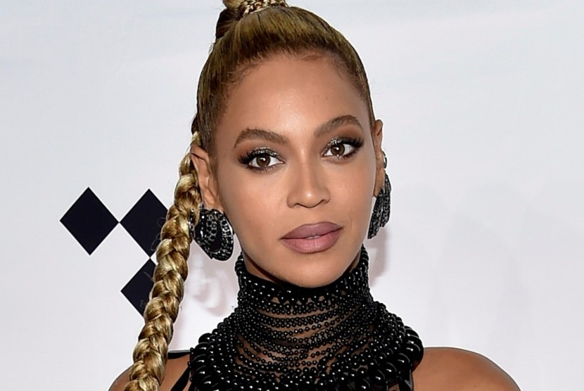 Beyonce menjadi salah satu figur yang digambar di riasan mata Emily