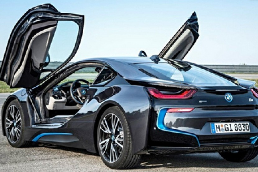 BMW dan Toyota menggarap mobil super bermesin hibrida.