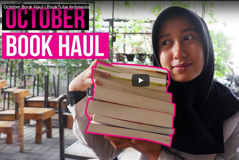 Booktuber Tsalitsa Aeni Khaya dari Smoglit Reviews.