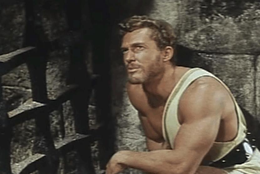 Brad Harris dalam film Fury of Hercules.